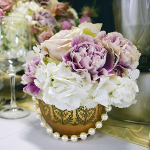 Romantic Wedding Table Setting Arrangement with Hydrangeas and Carnations